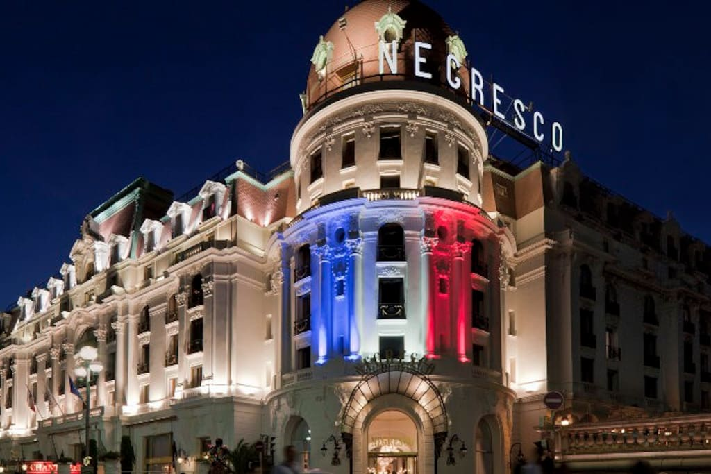NEGRESCO AT NIGHT