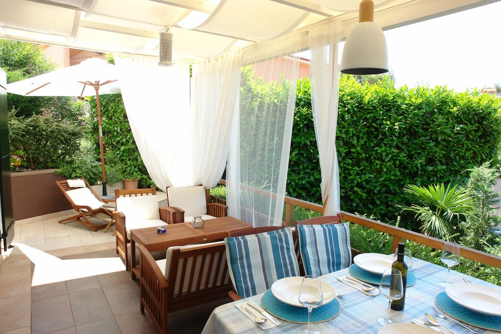 Dining & Lounge terrace