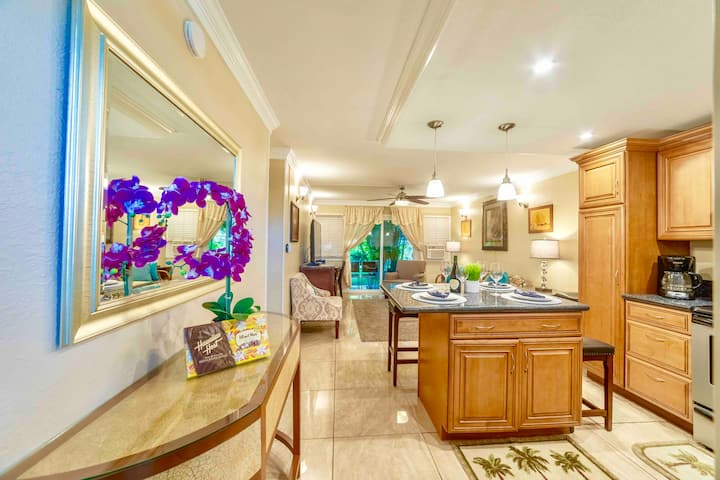 NEW REMODEL Lahaina Town 2BR/1B Best location!