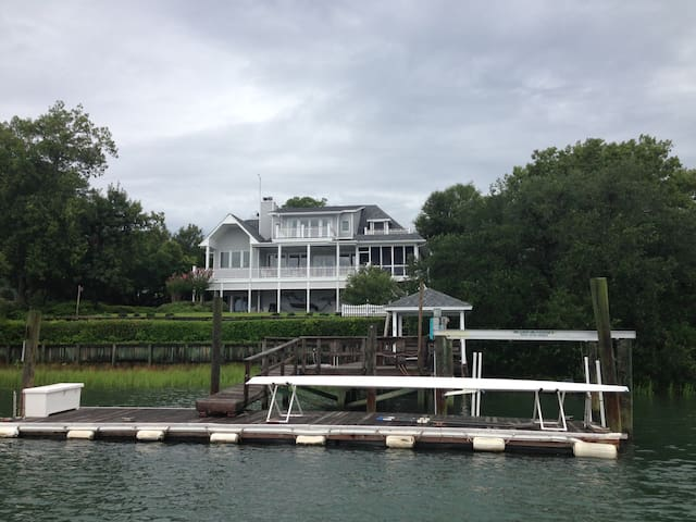 Privacy amazing waterfront views maison blanc houses for privacy amazing waterfront views maison blanc houses for rent in wilmington north carolina united states publicscrutiny Images