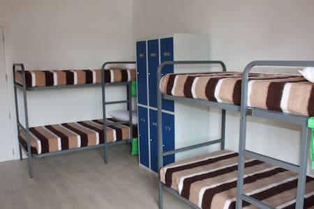Dormitorio compartido 2/3 de 6 camas - Valderrobres