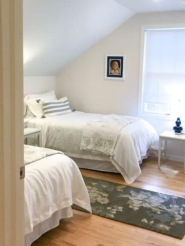 Twin bedroom, second floor