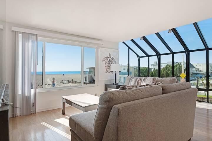 Spacious home w/ rooftop deck & ocean views - steps from beach access