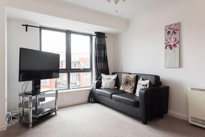 Great Value 2 bed 2 bath in Wembley - Wembley - Apartment