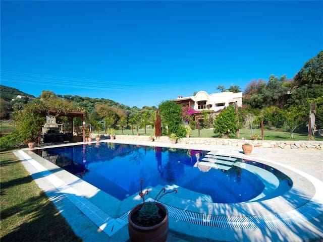 Luxury Private Villa- 2 acres, pool - Ortakentyahşi Belediyesi