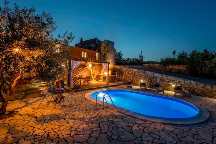 House just for you!/7 persons/ Pool & Barbecue