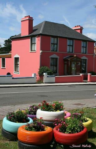 Colm's Riverside cosy villa - Ardgroom
