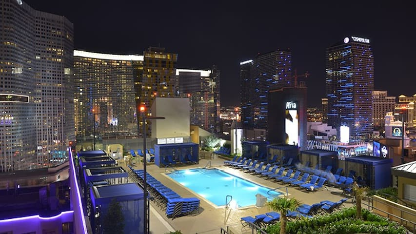 Polo Towers suites/villas studio CES