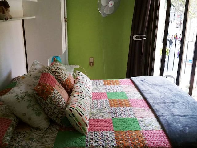 Colorful double room/shared bathroom/balcony
