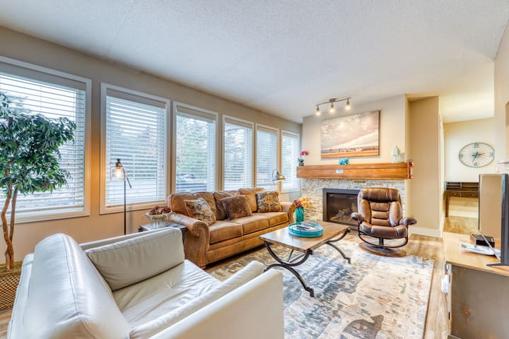 Dog-friendly home at the base of Blue Mountain