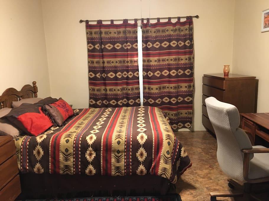 Room 5 Queen Bed
