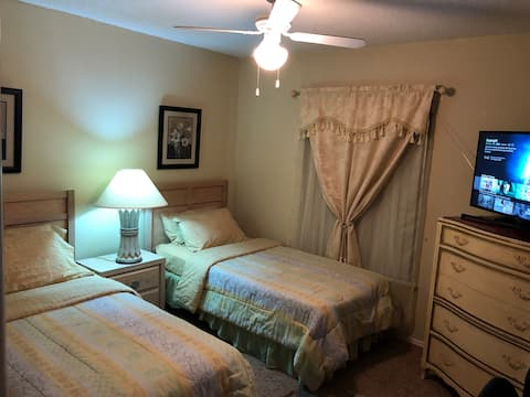 Nice room with lake & conservation view