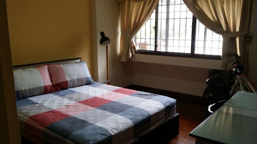 City Condo Queen Bed room and Big Window