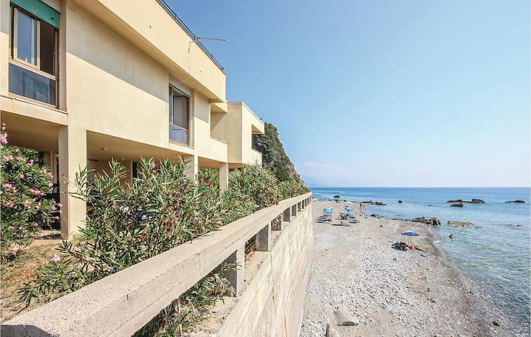 Holiday cottage with 3 bedrooms on 110m² in Acquappesa CS