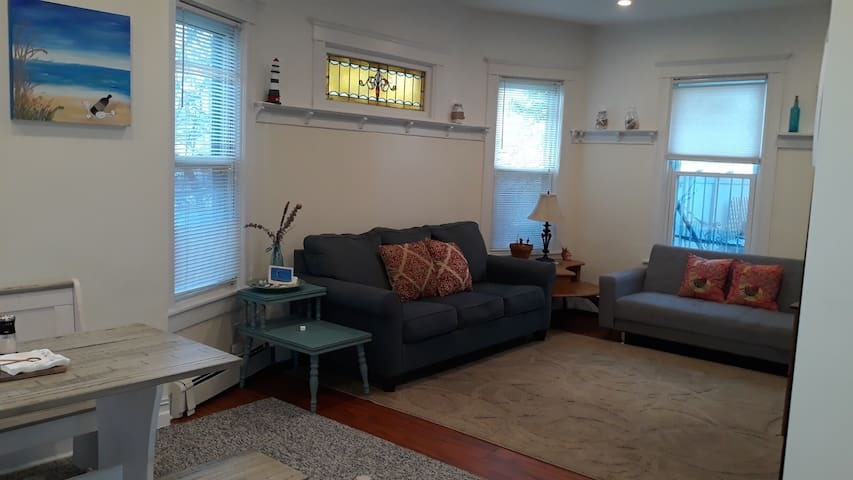 Large bayfront Apt in Rockaway Beach