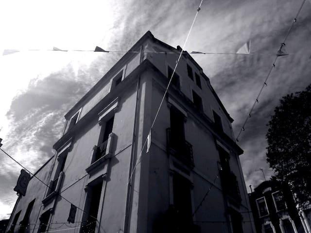 Habitación doble en Cimadevilla - Gijón - Lägenhet