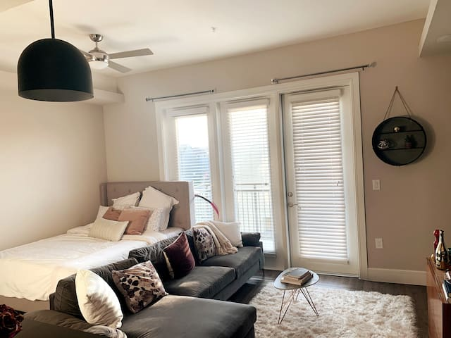 Comfy & Elegant Studio in Trinity Groves