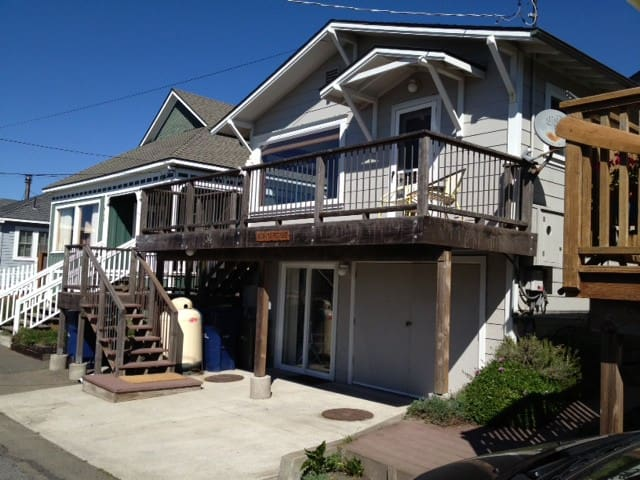 Ocean Views! Upscale! Steps from Beach. Hot Tub. - Dillon Beach - Casa
