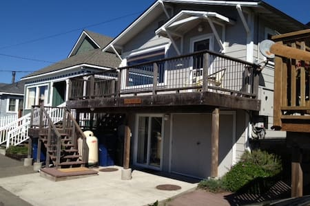 Ocean Views! Upscale! Steps from Beach. Hot Tub. - 狄龙海滩(Dillon Beach) - 独立屋
