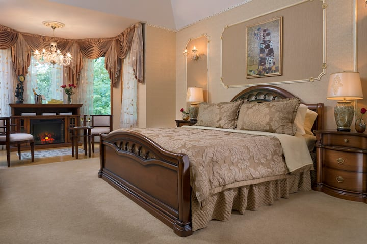 Cherry Valley Manor B&B - Royal Treatment Suite