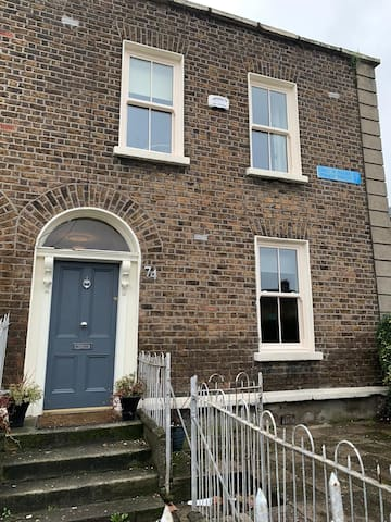 Beautiful  2 bed house close to the city centre.