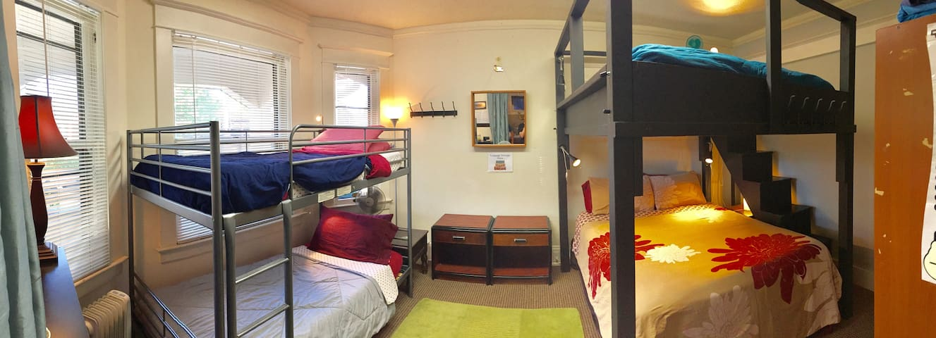 BUNKHOUSE (Top Queen Bed) Super Cntrl LOCATION!