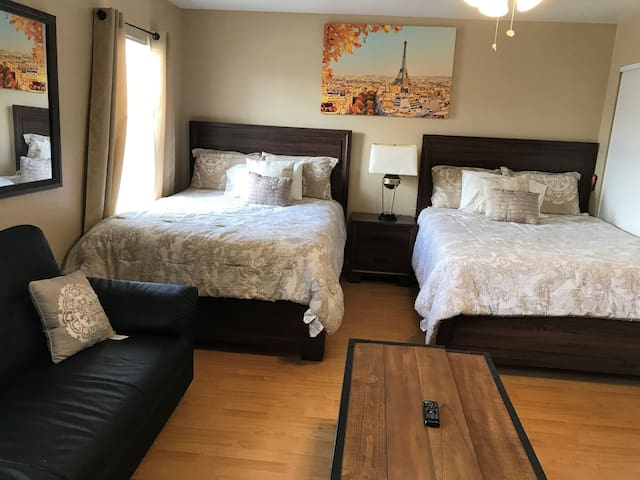 STUDIO UPSTAIRS NEAR STRIP  (vegas blv) URBAN AREA