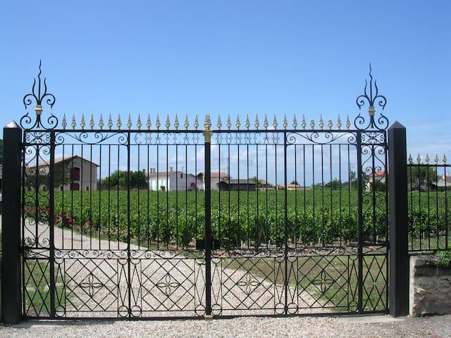 Maison Haute du Château BONNEAU LIVRAN