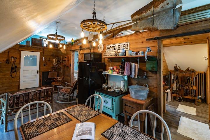 Barn Loft - Mueller Suite:   Private Room
