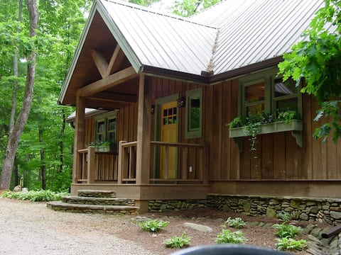 Roomy Cabin for 4  in the Blue Ridge Mountains