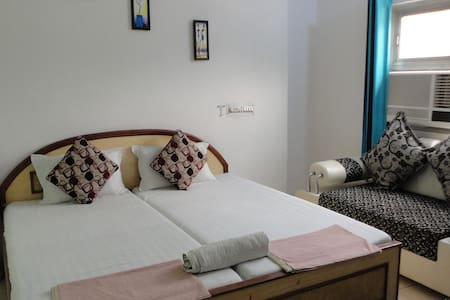 Hotel near cantt railway station and Close to Taj. - Agra - Aamiaismajoitus