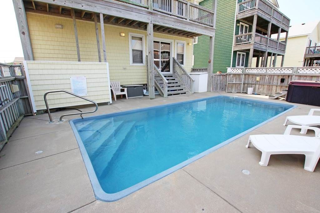 Bench,Balcony,Sink,Pool,Water