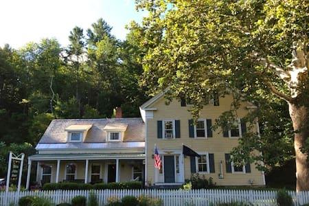The Ira Allen House - The Ethan Allen Suite