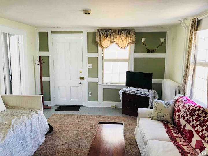 Heart of Litchfield Apartment - Steps From Town
