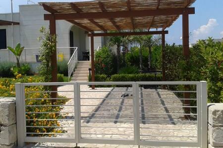 Tranquilla villetta a 800 metri dal centro storico - Otranto