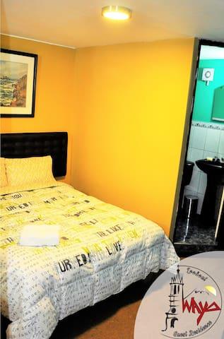 Habitacion 02 con baño privado.