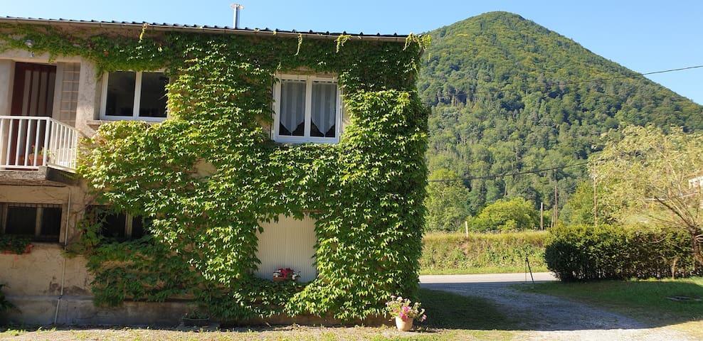 Appartement - Village de SEIX (Ariège-Couserans)