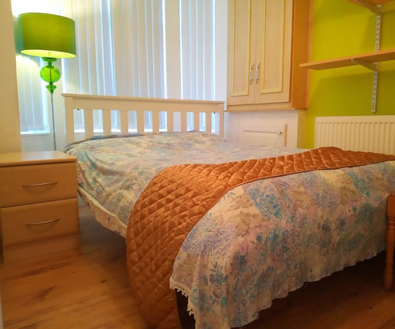 Double Bedroom close to Uni/MMU/Infirmary/Center