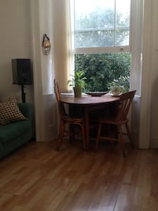 Quiet Central Apartment - Bristol