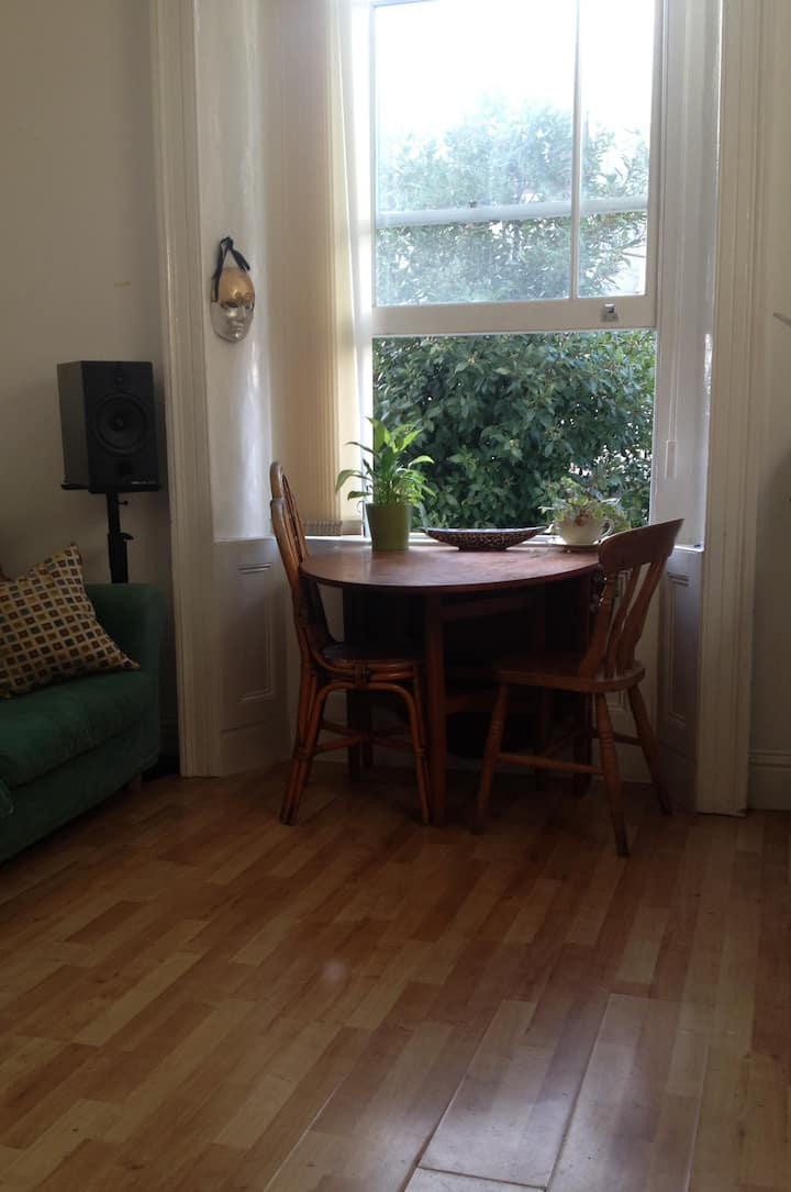 Quiet Central Apartment. Montpelier. All inc.