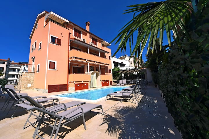 Duplex One-Bedrom Apartment with Balcony