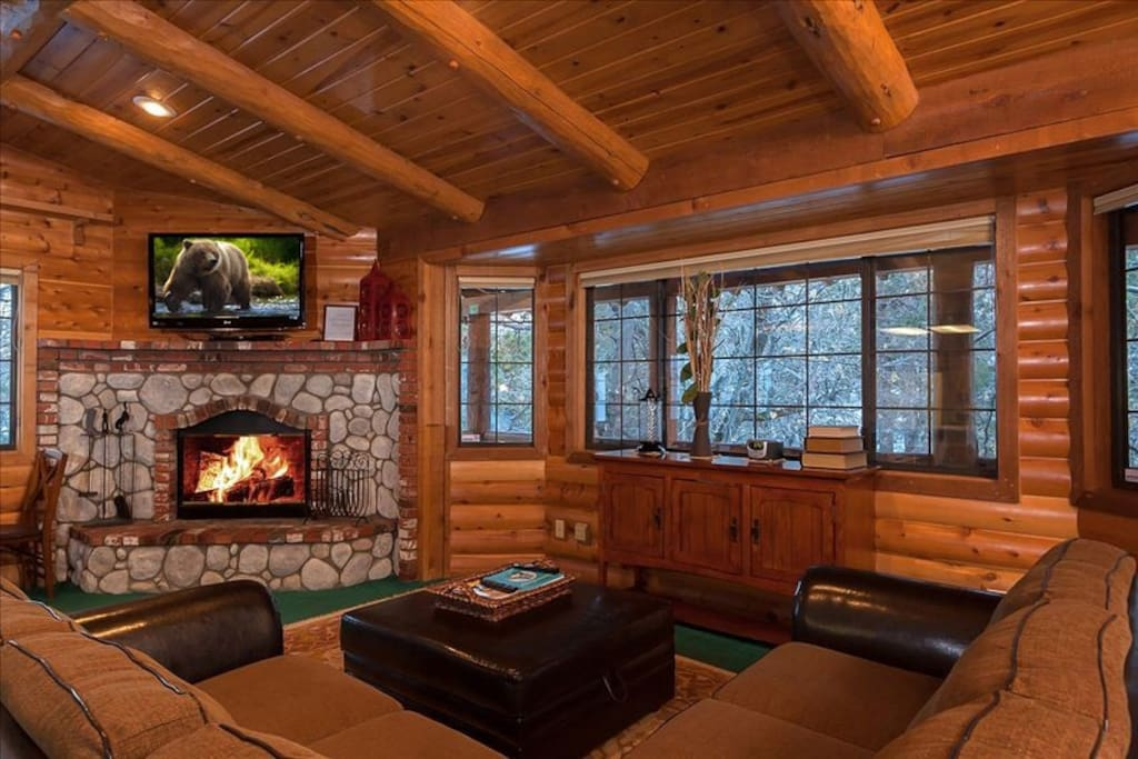 Open Bright Windows with beautiful Mountain Views.