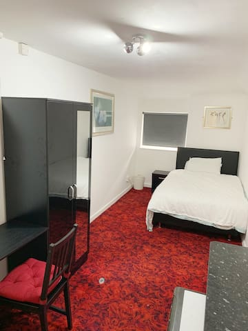 Private Studio Bed Available in the City Centre