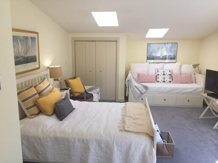 Private Room in Newport's Yachting Village