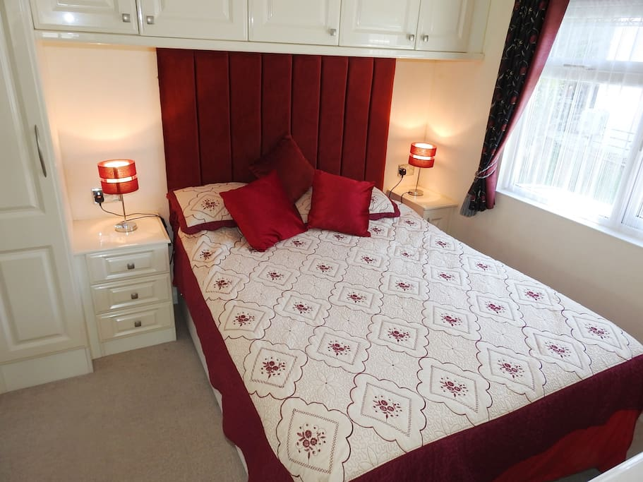 King size bedroom with ensuite  facilities