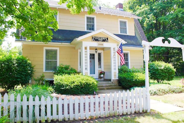 Charming Cozy Cottage - Holland/Saugatuck