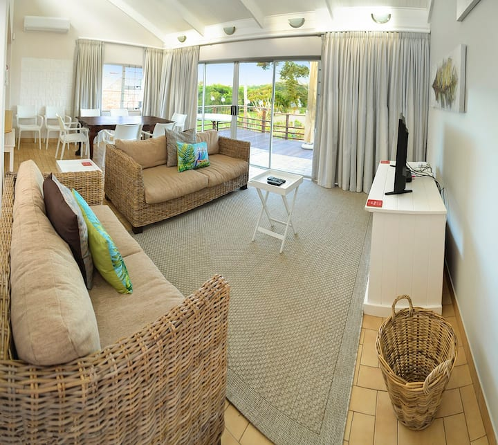 Addo River-View Lodge - Top Floor Apartment