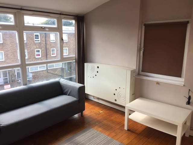 LIGHT MODERN Double Bedroom, South London