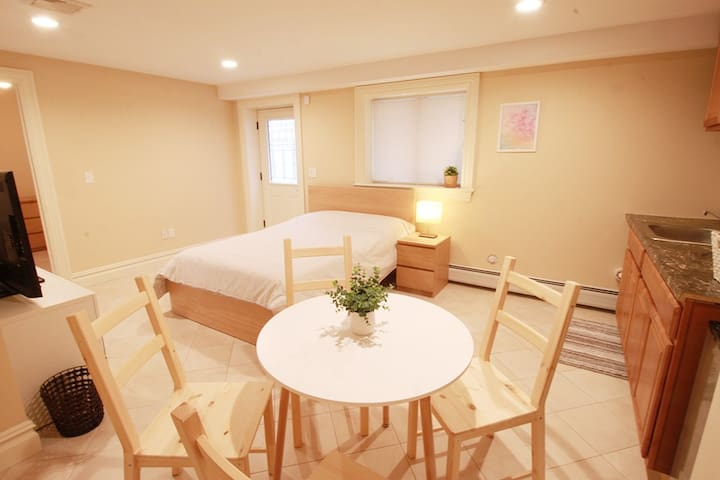 Clean, spacious guest house with a sunny: Room 308