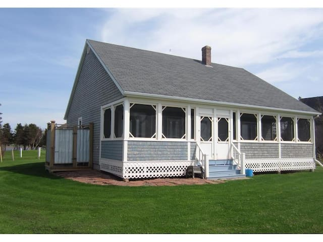 Seashore Cottage - Oceanfront perfection